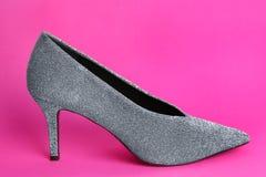 Женский ботинок на предпосылке Стоковые Изображения RF