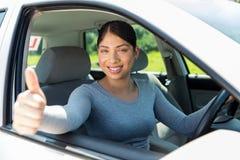 Женский большой палец руки водителя вверх Стоковая Фотография