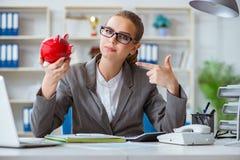 Женский бухгалтер босса коммерсантки работая в офисе Стоковое Изображение