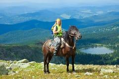 Женский всадник на horseback Стоковые Фотографии RF