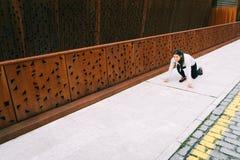 Женский городской спортсмен готовый для бежать Стоковое Фото