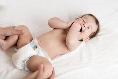 Женский делая массаж и гимнастический младенец Стоковая Фотография