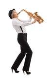 Женский джазовый музыкант играя саксофон Стоковые Фотографии RF