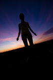 женский заход солнца силуэта Стоковые Фотографии RF
