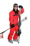 женский красный костюм лыжника лыжи стоковое фото rf