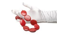 женский красный цвет ожерелья руки Стоковые Изображения