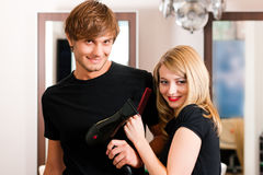 женский мужчина парикмахера Стоковая Фотография RF