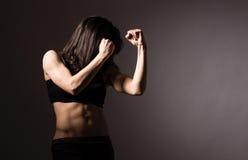 Женский непознаваемый боксер стоковые фотографии rf