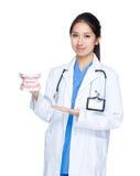 Женский доктор с большой челюстью Стоковая Фотография RF