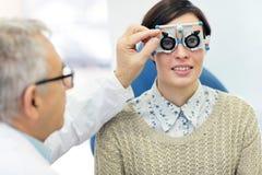 Женский пациент на проверке вверх стоковое изображение