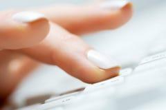 женский печатать на машинке руки Стоковая Фотография RF