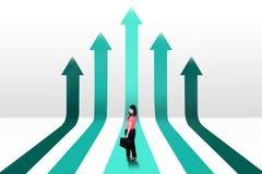 Женский предприниматель и растущие стрелки Стоковое Изображение RF