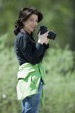 женский фотограф пущи Стоковое фото RF