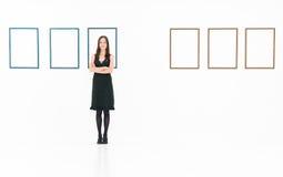 Женский художник в художественной галерее Стоковое фото RF