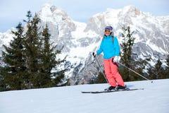 Женский лыжник Стоковая Фотография RF