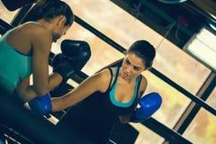 2 женских боксера на тренировке Стоковое Изображение RF