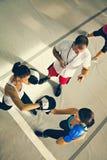 2 женских боксера на тренировке Стоковая Фотография