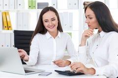 2 женских делового партнера Стоковое фото RF