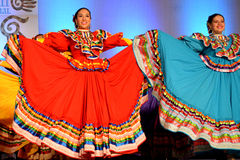 2 женских мексиканских танцора Стоковая Фотография