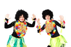 2 женских модели в родных костюмах и изолированные парики Стоковые Изображения RF