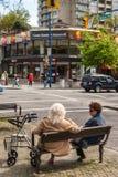 2 женских пожилого гражданина в Ванкувере городском Стоковые Фотографии RF