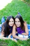 2 женских друз Стоковая Фотография