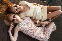 2 женских друз Стоковые Фотографии RF