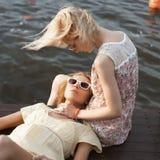 2 женских друз Стоковое Фото