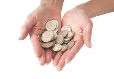 2 женских руки вполне монеток евро Стоковое Изображение