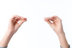 2 женских руки одной напротив другого показа жест с его пальцами сжимал изолированный на белой предпосылке Стоковые Фото