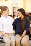 2 женских студента средней школы нося форму Стоковое Фото