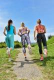 3 женских Joggers бежать совместно outdoors Стоковые Фото