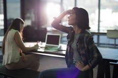 Женское исполнительное страдание от головной боли Стоковые Фотографии RF