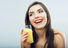 Женское модельное изолированное стекло апельсинового сока владением Стоковое Изображение RF