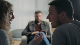 Женской пары психолога потревоженные порцией молодые Терапия семьи видеоматериал