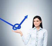 Женщина Ð'usiness держит узел от голубой стрелки Стоковая Фотография RF