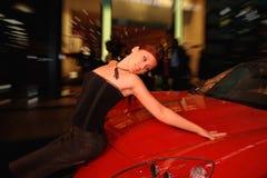 женщина автомобиля милая Стоковое Изображение