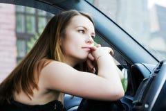 женщина автомобиля отдыхая Стоковая Фотография