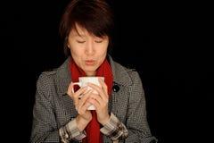 женщина азиатского кофе выпивая Стоковое Изображение