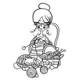Женщина бабушки шаржа милая усмехаясь сидит в стуле и вяжет вязать striped иглы, сны кота на ей вязать вокруг иллюстрация штока