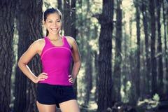 женщина бегунка пущи Стоковая Фотография RF