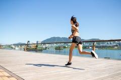 Женщина бежать на Гонконге стоковое изображение