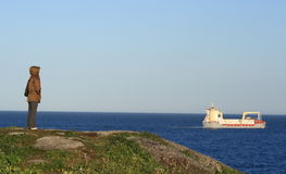 женщина берега корабля наблюдая Стоковое фото RF