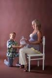 Женщина беременности с мальчиком Стоковое фото RF