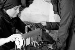 Женщина белошвейки Стоковая Фотография RF
