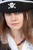 женщина близкого портрета пирата шлема серьезная поднимающая вверх Стоковая Фотография RF