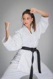 Женщина боевых искусств в представлении боя Стоковые Изображения RF