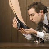 женщина ботинка человека s удерживания Стоковое Изображение