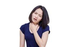 Женщина боли в горле на белизне Стоковые Фотографии RF