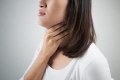 женщина боли в горле Стоковые Фотографии RF